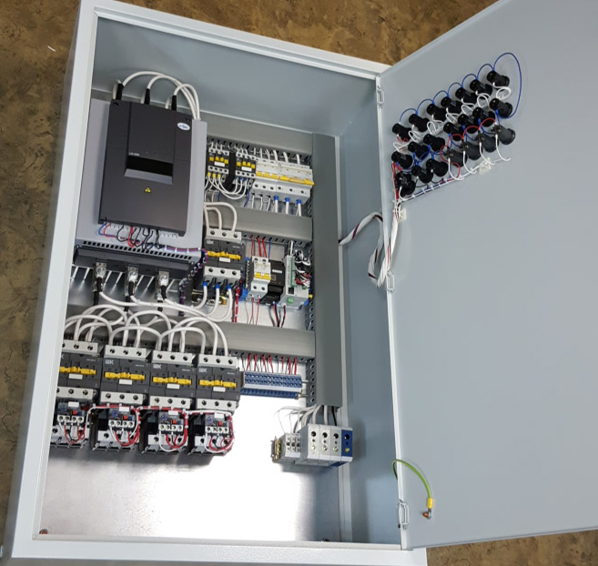 Шкаф управления 4-мя насосами с плавным пуском 1