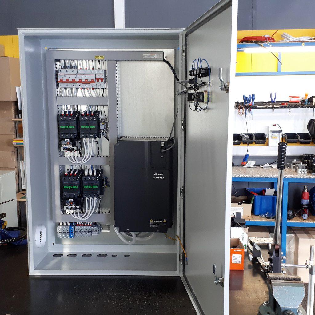 Шкаф управления двумя насосами с преобразователем частоты - Высота Ч2 - 3